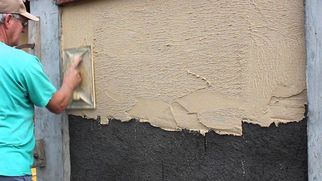 Combien de temps pour appliquer l'enduit sur un mur extérieur ?