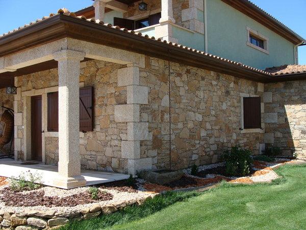 Comment habiller un mur extérieur en pierre ?
